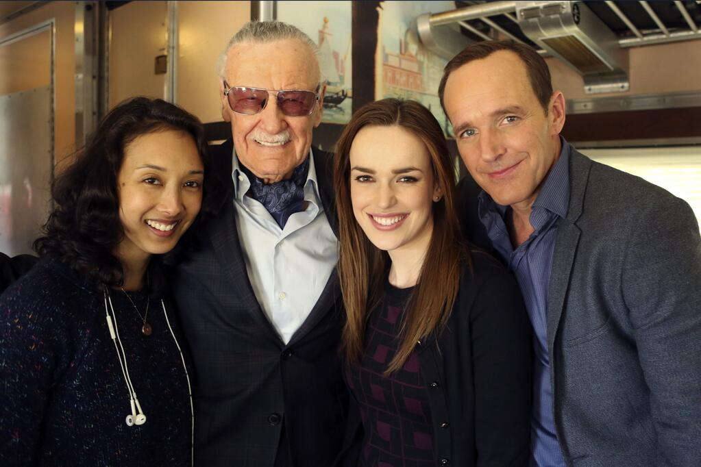 http://www.agentsofguard.com/wp-content/uploads/2014/01/stan-lee-agents-of-shield-cameo-first-look.jpg